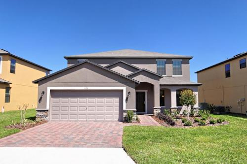 6 Bed Home at Cypress Pointe 1120
