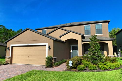 6 Bed Home at Cypress Pointe 1187