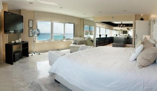 Brisas Penthouses on Perfect Beach Photo