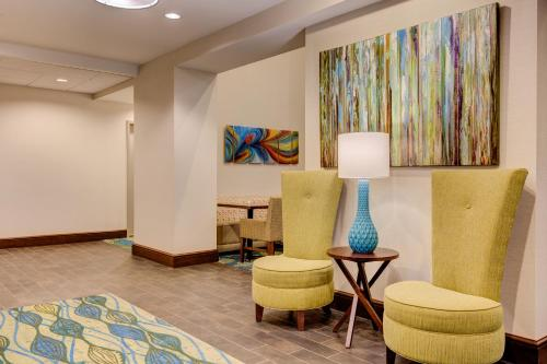 Hampton Inn & Suites Manchester, TN Photo