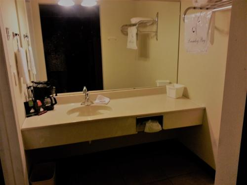 Diamondhead Inn & Suites Photo