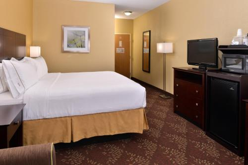 Holiday Inn Express Hotel & Suites Cincinnati-North/Sharonville Photo