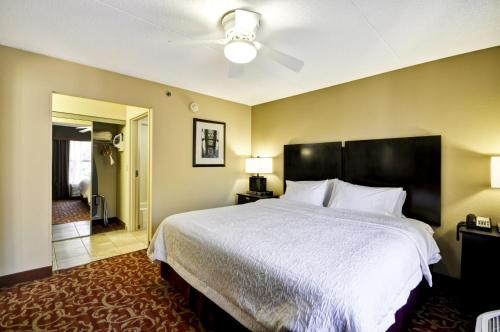 Hampton Inn & Suites Memphis-Shady Grove Photo