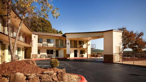 Best Western Hillside Inn Photo