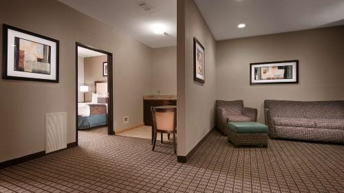 Best Western Plus - Magee Inn & Suites Photo