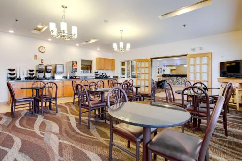 Best Western Firestone Inn & Suites Photo