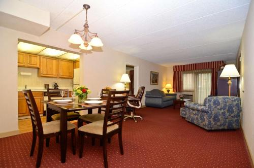 Best Western Plus Murray Hill Hotel & Suites Photo