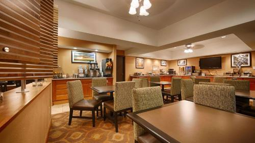 Best Western Plus Mishawaka Inn Photo