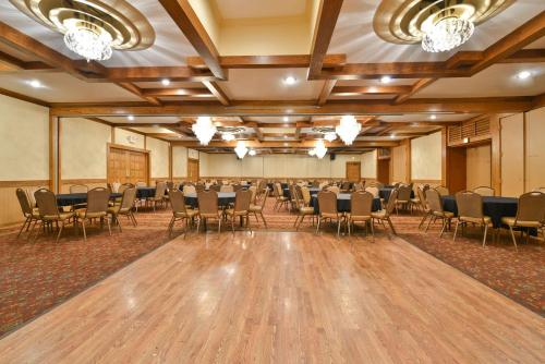 Best Western Prairie Inn & Conference Center Photo