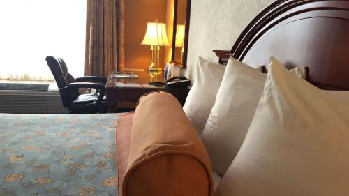 Best Western Plus Lawnfield Inn and Suites Photo
