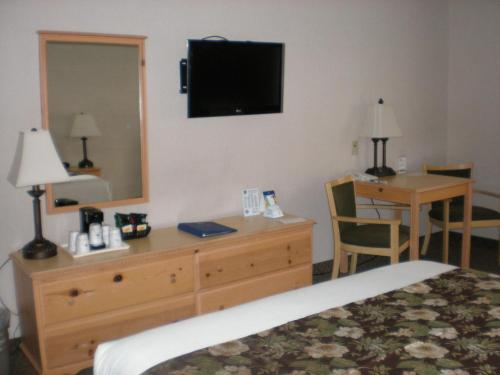 Best Western Woodburn Inn Photo