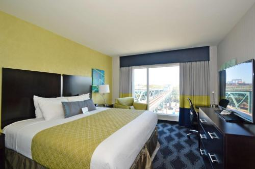 Best Western Plus LaGuardia Airport Hotel Photo