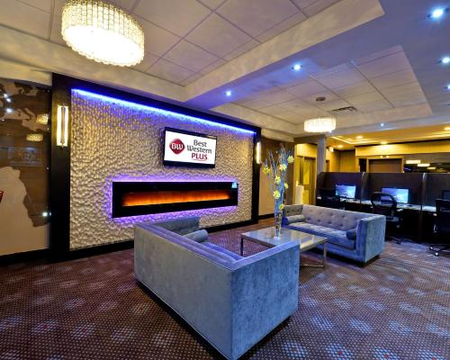 Best Western Plus Toronto Airport Hotel - Mississauga, ON L4W 4V7