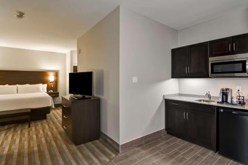 Best Western London Airport Inn & Suites Photo