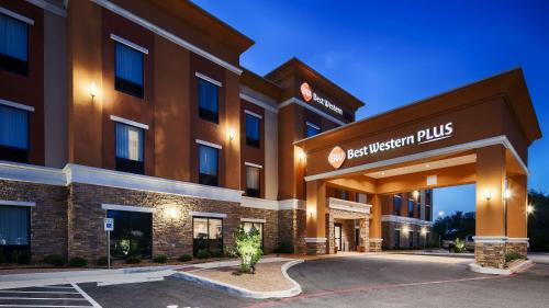 Best Western Plus Elmendorf Hotel Photo