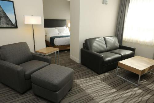Best Western Plus Sawridge Suites Photo