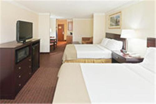 Holiday Inn Express Hotel & Suites Plainview Photo