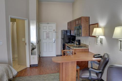 Candlewood Suites Texarkana Photo
