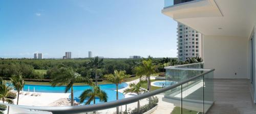 Puerto Cancun Two Bedroom Apartment S1203, 坎昆