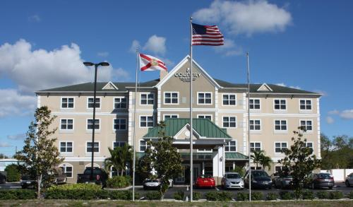 Country Inn & Suites Tampa Airport North Photo