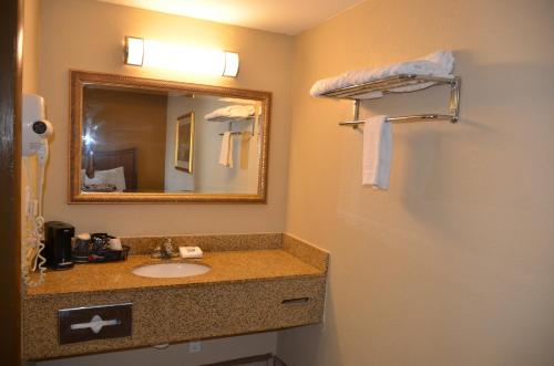 Regency Inn Photo