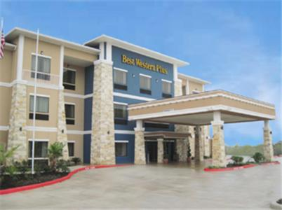 Best Western Plus Lytle Inn And Suites