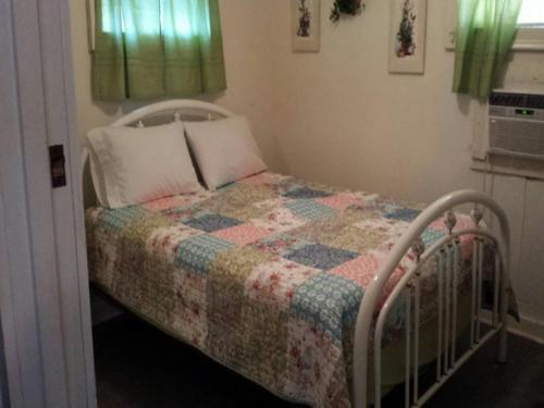The Rose Bed & Breakfast - Canton, TX 75103