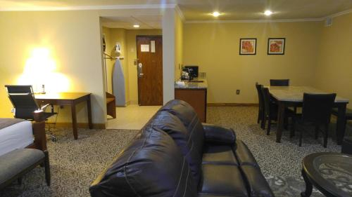 Best Western Wooster Hotel Photo