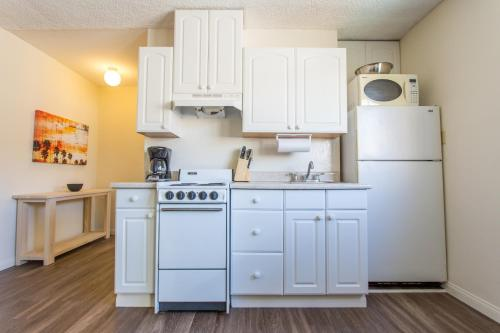 One-Bedroom Apartment On Eads Avenue 3B Photo