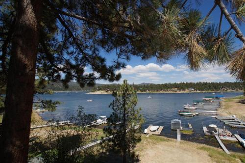 Bay Lakefront - Big Bear Lake, CA 92315