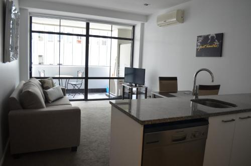 Modern One Bedroom Apartment on Queen St