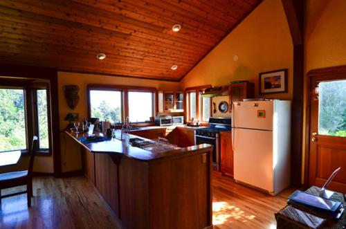 Alegria del Mar - Three and a Half Bedroom Holiday Home - Trinidad, CA 95570