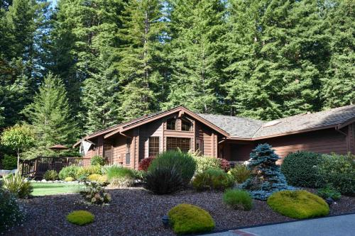 Upscale Exclusive - Three Bedroom Holiday Home - Arcata, CA 95521