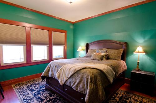 Classy Craftsman - Three Bedroom Holiday Home - Arcata, CA 95521
