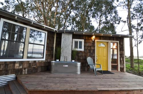 Mid Centry Waterfront - Two Bedroom Holiday Home - Samoa, CA 95564