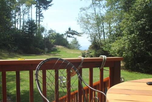 Scotty Point Cabin on the Bluff - Two Bedroom Holiday Home - Trinidad, CA 95570