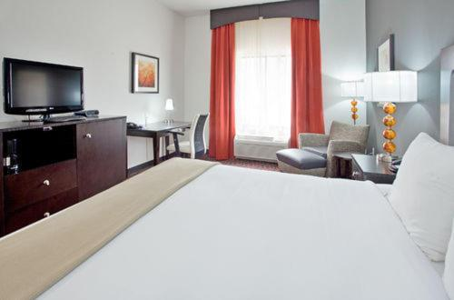 Holiday Inn Express Hotel & Suites Festus-South St. Louis Photo