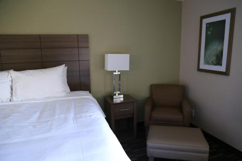 Baymont Inn & Suites Plano Photo