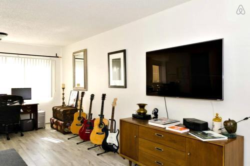 Beautiful Hollywood Apartments - Los Angeles, CA 90028