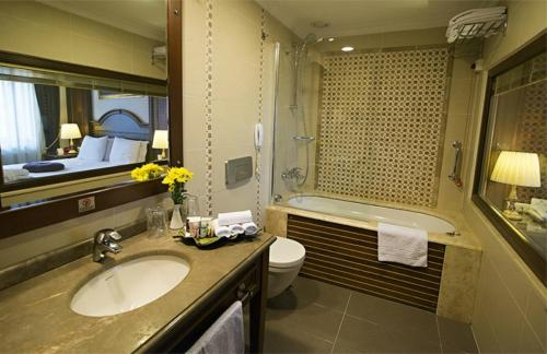 GLK PREMIER Regency Suites & Spa photo 27