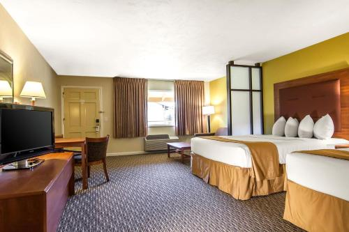 Quality Inn & Suites at Coos Bay Photo
