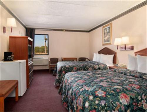 Days Inn & Suites - Atlanta