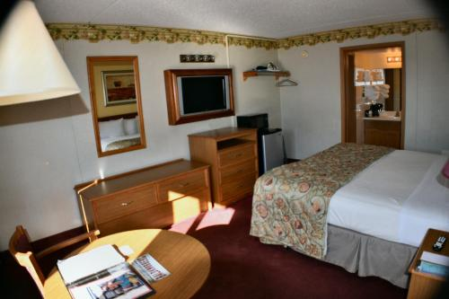 Baldknobbers Motor Inn Photo