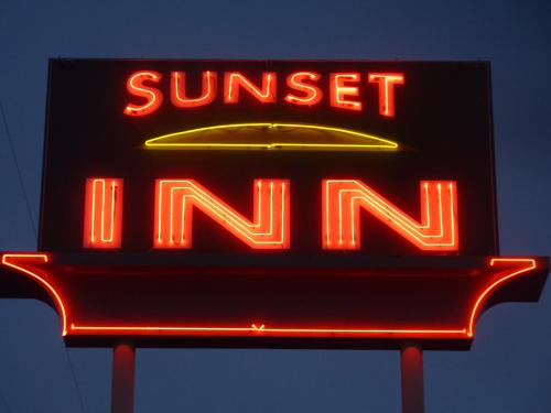 Photo of Sunset Inn hotel in Grants Pass