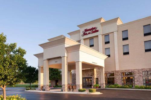Hampton Inn & Suites Addison Photo