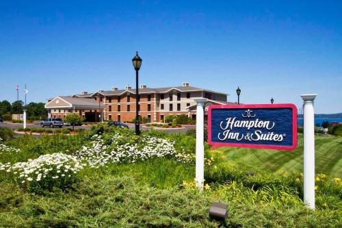 Hampton Inn & Suites Petoskey Photo