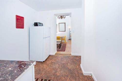 Two Bedroom Apartment - Midtown East Photo