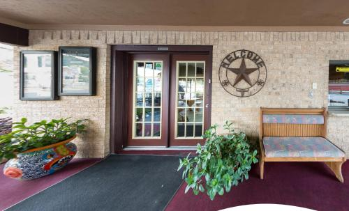 Americas Best Value Inn - Legend's Inn Photo