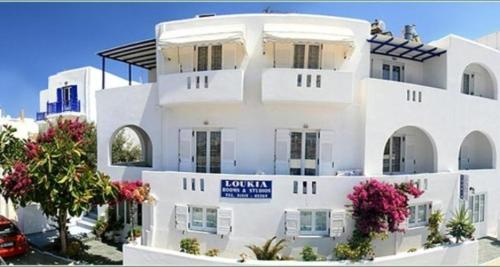 Loukia Apartments & Studios in Naousa from €30