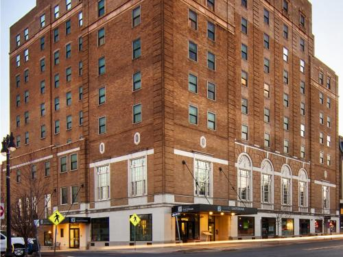 Grand Eastonian Hotel & Suites Easton Photo